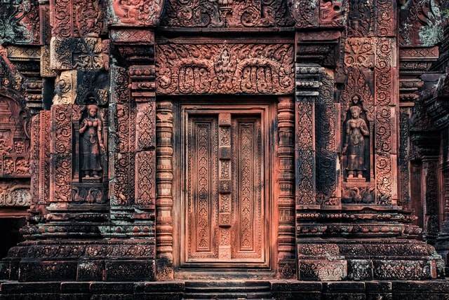 brown concret gate
